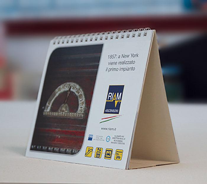 Calendari da tavolo personalizzati riam si be group - Calendari da tavolo personalizzati ...